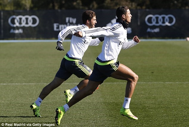 Cristiano Ronaldo and Co sharpen up their shooting skills whilst Real  Madrid continue preparations for Manchester City clash   Daily Mail Online